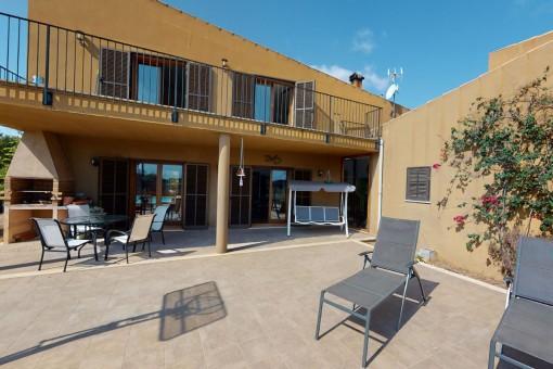 Finca rústica con interiorismo moderno cerca de Muro con vistas lejanas a la Bahía de Alcúdia